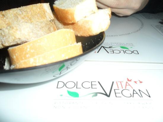 Dolce Vegan: pane fatto da loro