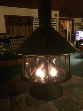 Bondville, Βερμόντ: Warm cozy fire in the lounge