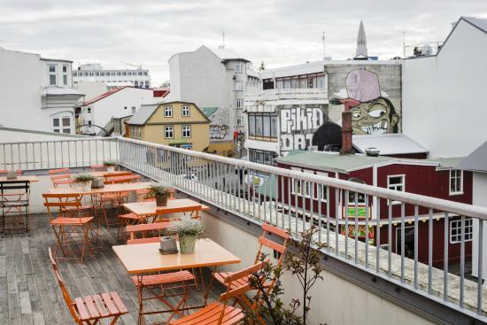 Loft HI Hostel: LOFT.BalconyAboveReykjavik