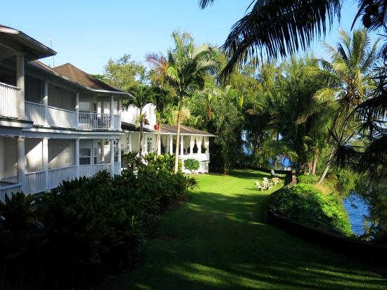 The Palms Cliff House Inn: Garden and Inn