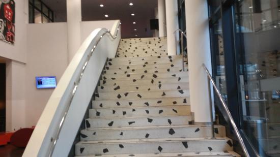 art'otel dresden: Die berühmte Treppe