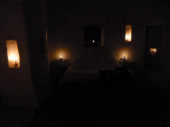 Adrere Amellal: Desert Ecolodge: Room with candles