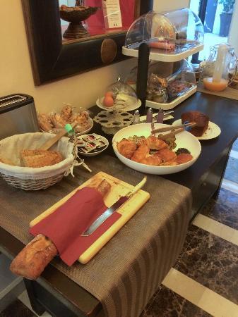 Hotel Chaplain : Continental Breakfast