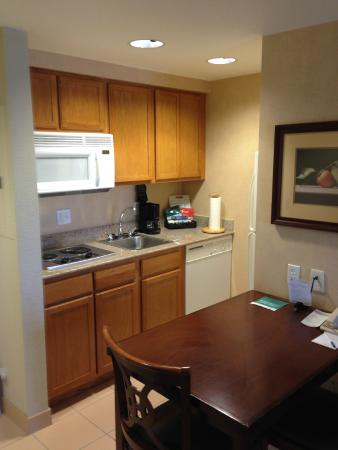 Homewood Suites by Hilton Orlando - UCF Area: Kitchen area - one bedroom suite