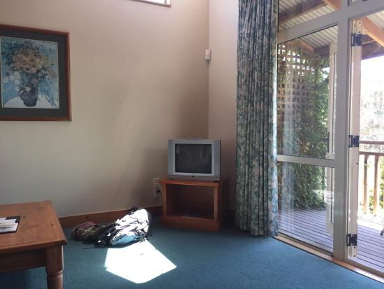 Margrain Vineyard Villas: Can't see the tele from the bed