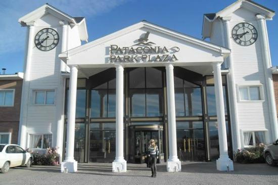 En la entrada del hotel picture of unique luxury for Hotel unique luxury calafate tripadvisor
