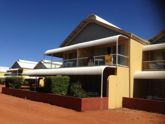 Desert Gardens Hotel, Ayers Rock Resort: Our Balcony Home For Four Nights.