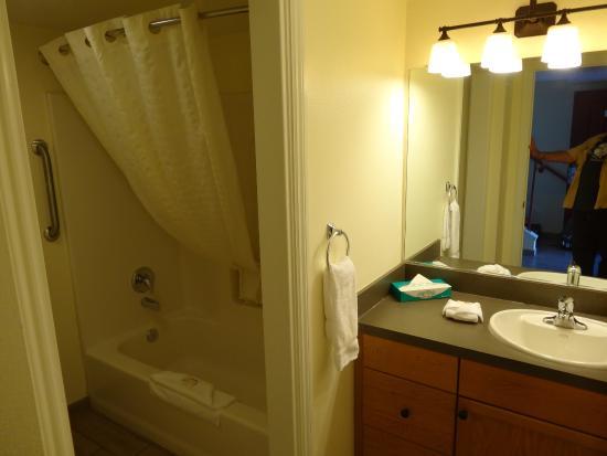 Angels Camp, CA: Bathroom