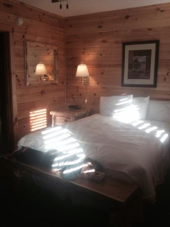 Mountain Top Inn: Affordable, nice clean lodging..bed isn't the comfort of home but for the price no complaints. E