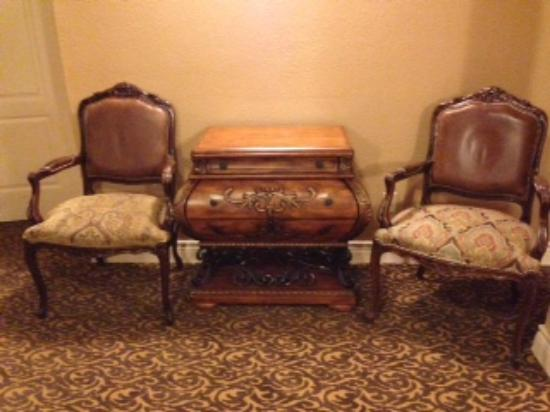 O'Brien Historic Hotel, an Ascend Collection Hotel: Lovely hallway furniture