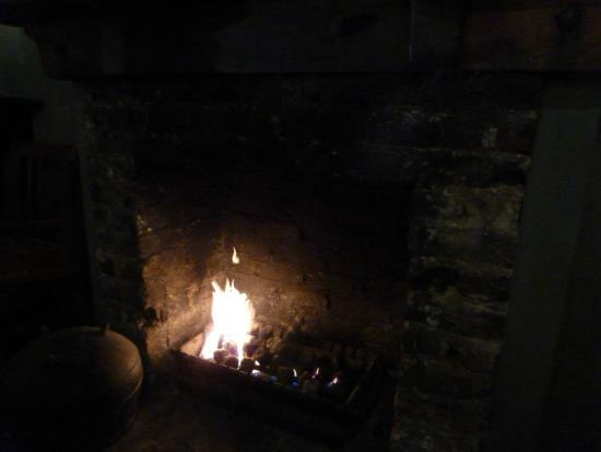 Scruffy Murphy's: 2階の焚き木が燃える暖炉