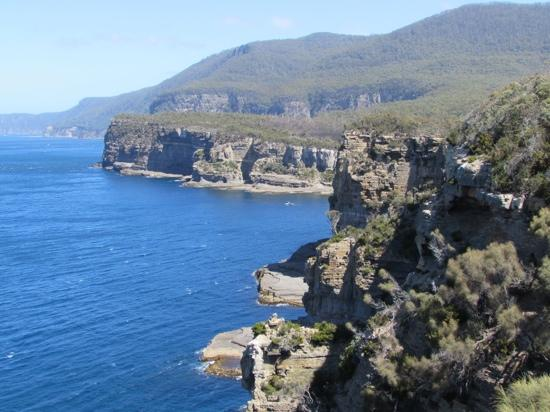 Tasman National Park: view of the beautiful coastine from the lookout near the Tasman Arch and Devil's Kitchen