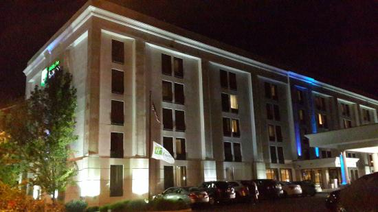Holiday Inn Express Lawrence / Andover: Holliday inn express night