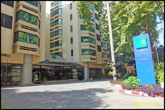 The Seasons Bangkok Huamark: ด้านหน้าโรงแรม