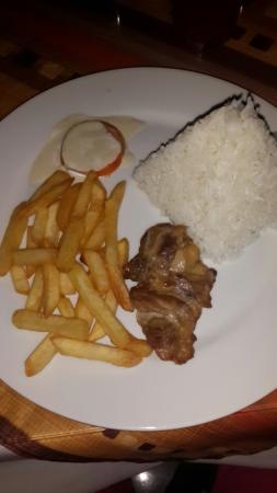 Las Palmeras de Punta Sal: Supuestamente este plato es una pechuga de pollo a la plancha, la pechuga no es pechuga y además