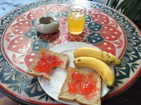 Nantra De Comfort: Not much breakfast