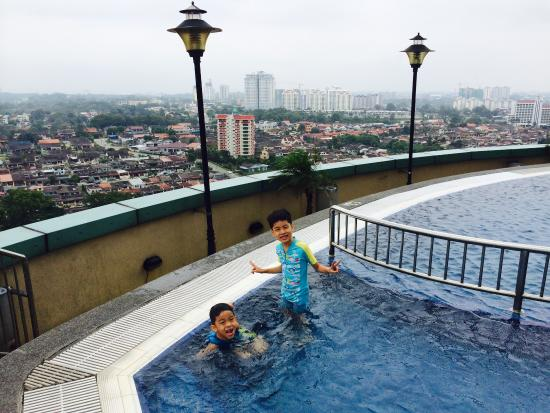 Nice swimming pool picture of hotel grand paragon johor bahru tripadvisor for Nice hotels with swimming pool