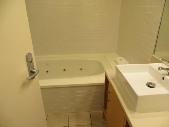 Paihia Beach Resort & Spa: bathroom