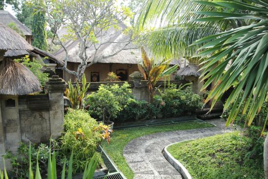 Pool view fotograf a de bali agung village seminyak Better homes and gardens location