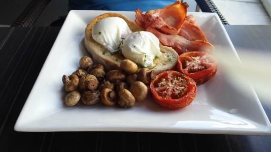 GBT - Golden Beach Tavern: Delicious Bacon & Eggs