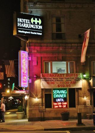 Hotel Harrington: The Herrington Main Entrance at Night
