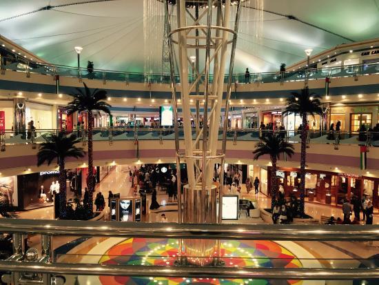 Marina Mall: Ground Floor main square
