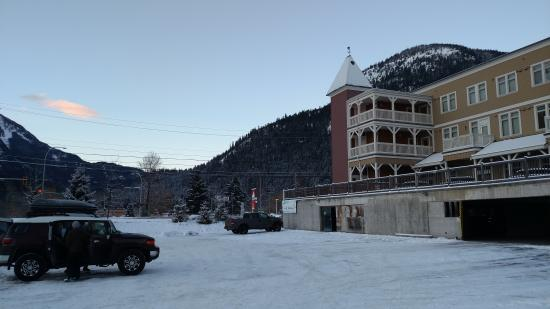 Pemberton Gateway Village Suites Hotel : View from parking lot