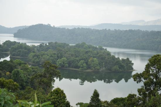 Valparai, India: Lower Sholayar lake, Kerala