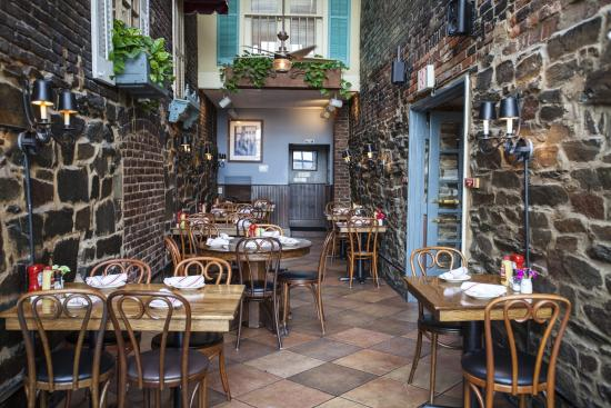 Best Bar Food In Old Town Alexandria