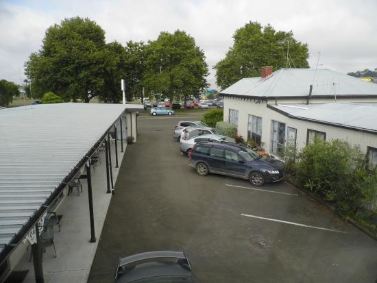 City Close Motel: Looking down to the forecourt