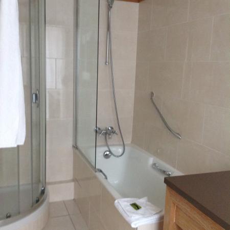 Residence du Roy Hotel: bathroom