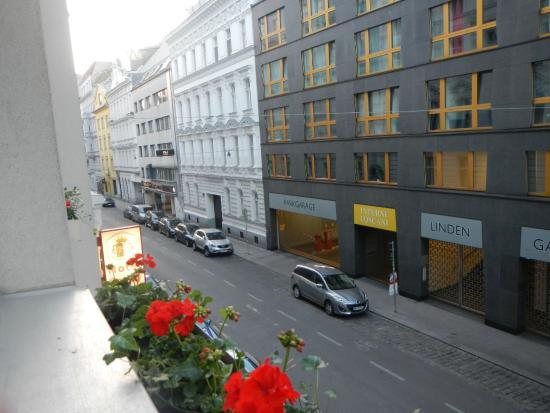 Savoy Hotel Vienna: 静かな通りです。