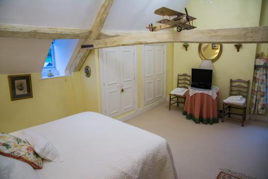 Home Farm Bed & Breakfast: our bedroom in the attic