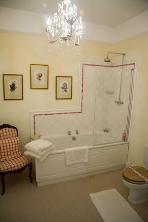 Home Farm Bed & Breakfast: the bathroom