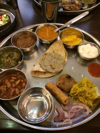 Chandralok Hotel: Delicious Thali served at the dining hall
