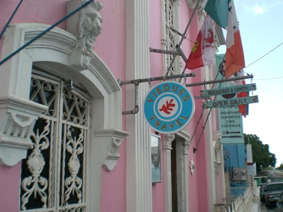 Isabel Segunda: Building along street