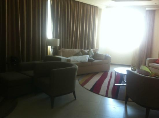 Marriott Executive Apartments Riyadh, Makarim: living area 2BR