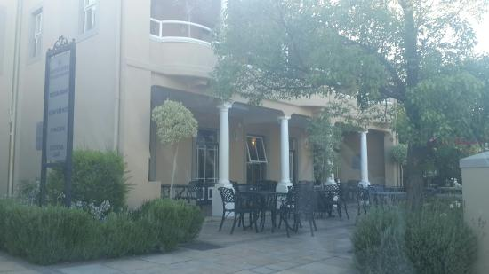 Protea Hotel by Marriott Franschhoek: Hotel front view