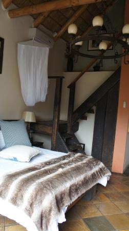 Nyaru Private Game Lodge: Room with stairs leading to kids room