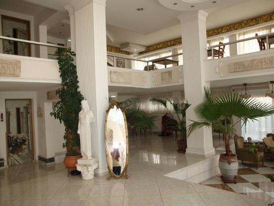 Acropolis Ami Boutique Hotel: Холл отеля