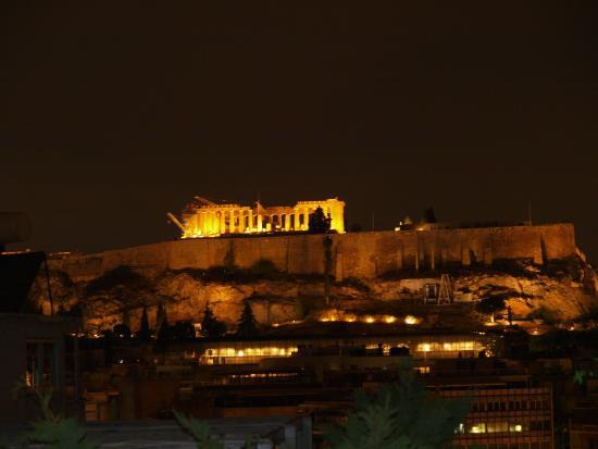 Acropolis Ami Boutique Hotel: Вид вечером из кафе