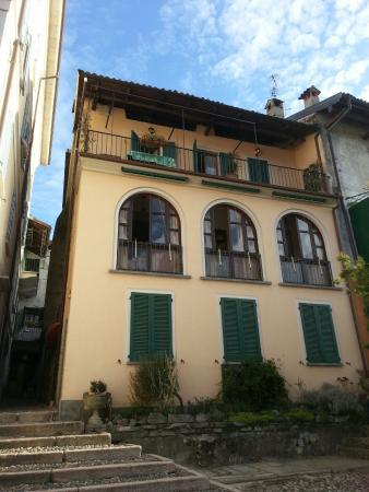 Casa lamberti dei pescatori stresa itali foto 39 s en for Hotel saini meuble stresa