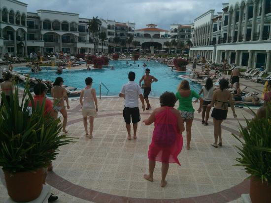 Zumba classes by the pool - Picture of Hilton Playa del