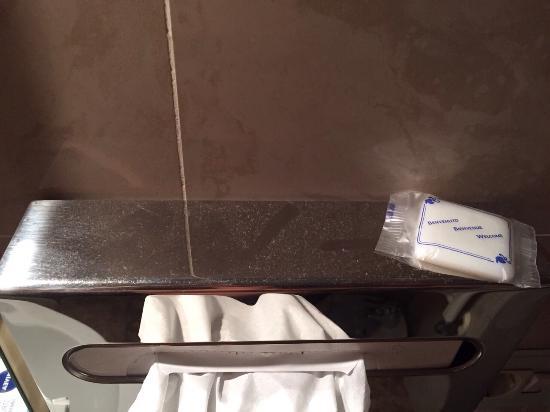 Le Petit Hotel: Polvere in bagno