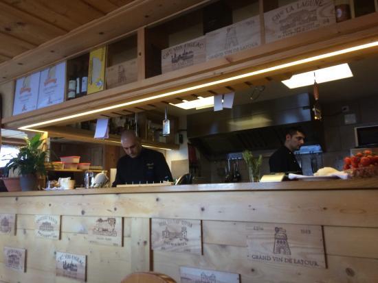 Le Braconnier: Cuisine ouverte