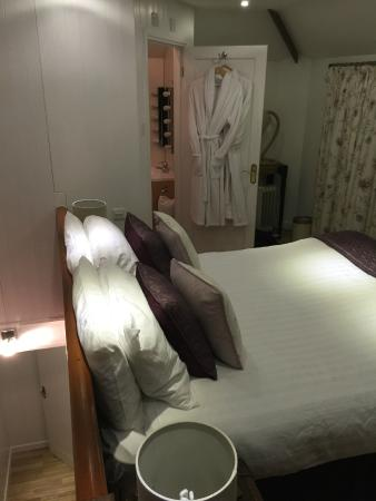 Best Western Annesley House Hotel: Bedroom and bathroom