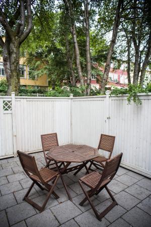 Hrafninn Guesthouse: Patio
