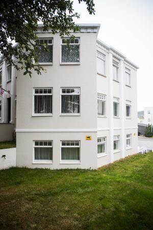 Hrafninn Guesthouse: Hrafninn exterior
