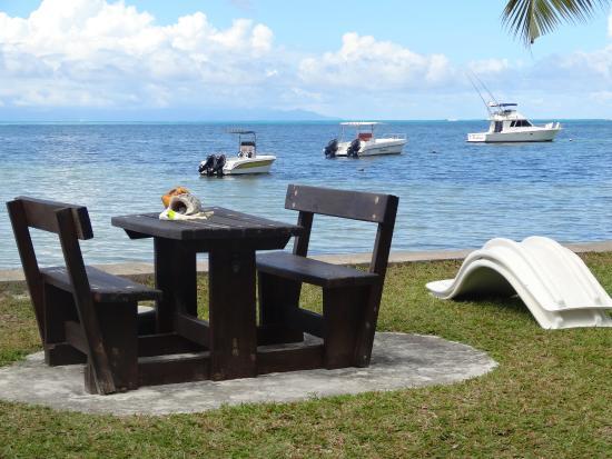 Beach Villa Seychelles: Teil vom Garten und eigene Hotelboote