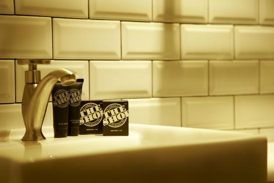 The Shop Hotel Adventure Floor Bathroom